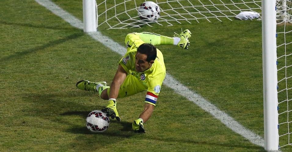 Bravo defende pênalti e é decisivo no primeiro título chileno na Copa América