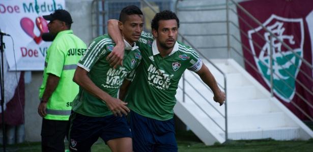 4f2909447f Cícero (e) recebeu abraço de Fred após o gol sobre o Figueirense