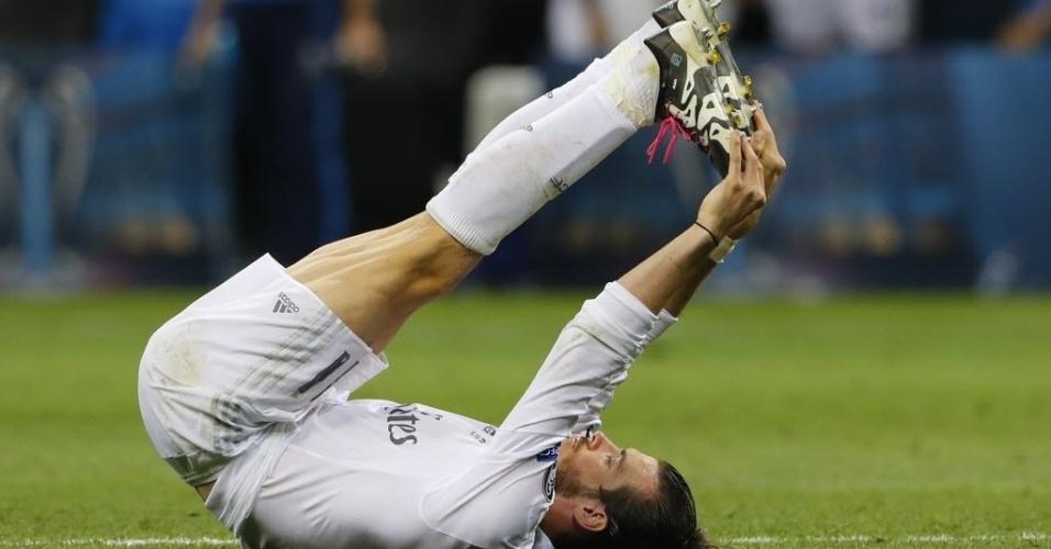 Gareth Bale sente cãimbra na prorrogação da final da Liga dos Campeões entre Real Madrid e Atlético de Madri