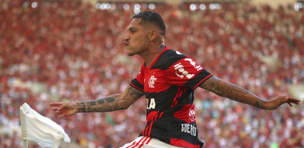 Guerreo celebra gol com a camisa do Flamengo