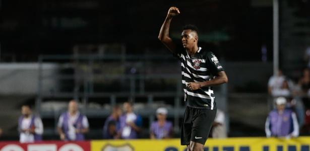 Jô é arma do Corinthians contra o Internacional nesta quarta-feira