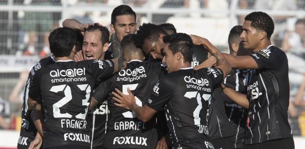 Corinthians tenta manter elenco e reforçar time campeão paulista