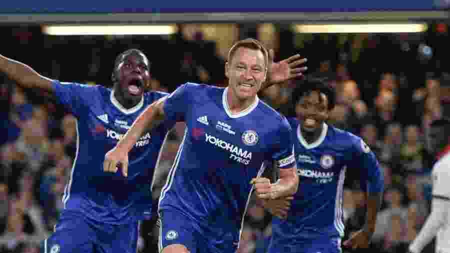 John Terry comemora gol do Chelsea contra o Watford pelo Campeonato Inglês em maio de 2017 - Hannah McKay/Reuters