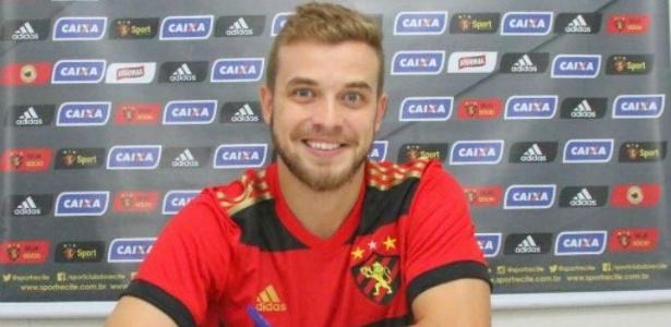 Thomás subiu ao profissional com Luxa no Flamengo e agora reencontra o técnico
