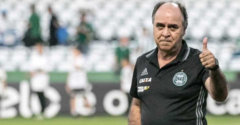 Marcelo Oliveira, técnico do Coritiba, no início da partida contra o Cruzeiro