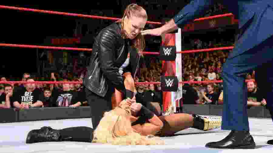 No último dia 8 de abril, quem fez sua estreia na WWE foi Ronda Rousey - Divulgação/WWE