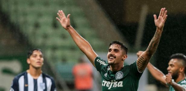 Palmeiras enfrentou o Alianza Lima ouvindo gritos da torcida sobre o Corinthians