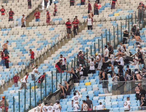 Em 2016, torcedores de Flamengo e Corinthians se confrontaram no Maracanã