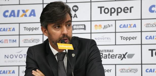 Vice de futebol do Botafogo, Gustavo Noronha, cobrou elenco nesta terça-feira