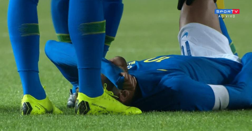 Neymar sente dores e deixa amistoso entre Brasil e Camarões