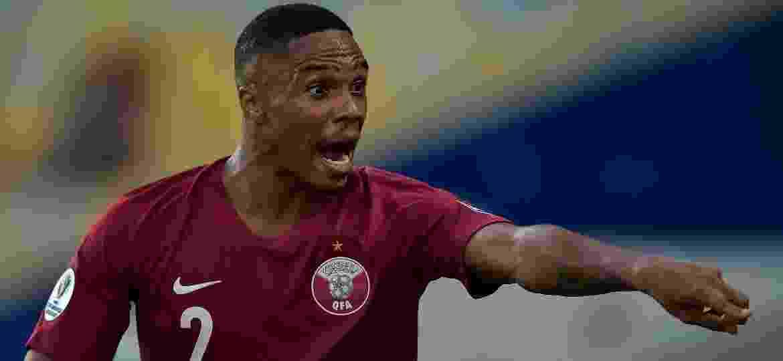 Pedro Correa em ação pelo Qatar na partida contra o Paraguai - Thiago Ribeiro/AGIF