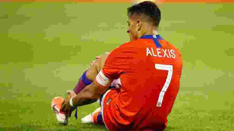 Alexis Sanchez sofre lesão durante jogo da seleção do Chile - Javier Barbancho/Reuters