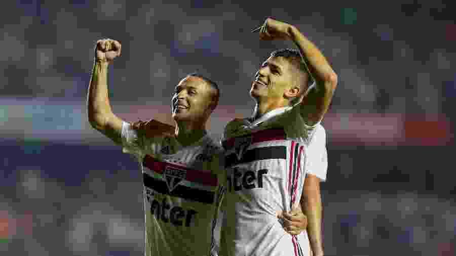 Antony e Vitor Bueno comemoram gol do São Paulo contra o Inter - MIGUEL SCHINCARIOL/ESTADÃO CONTEÚDO