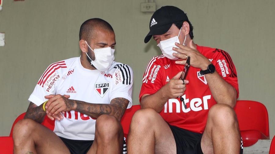 Daniel Alves e Fernando Diniz em treino do São Paulo no CT da Barra Funda - Divulgação/São Paulo