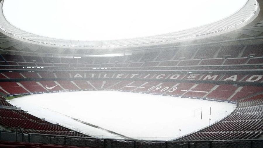 Estádio Wanda Metropolitano, do Atlético de Madri, ficou coberto de neve na manhã de hoje - Reprodução/Twitter