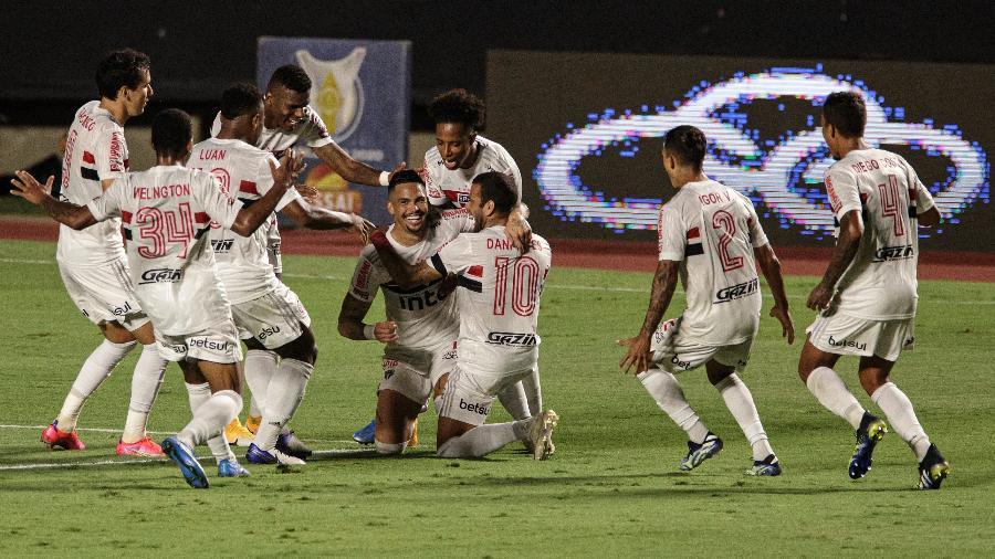 Luciano comemora gol de falta que colocou o São Paulo à frente do Flamengo em jogo do Morumbi - Pedro Martins/UOL