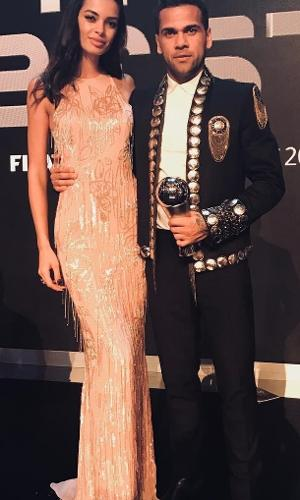 Daniel Alves com a esposa Joana na premiação do The Best