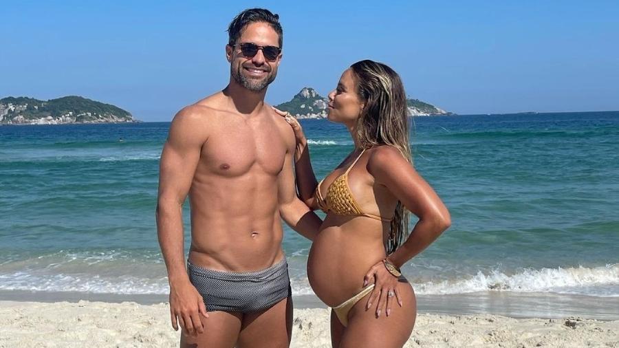 Jogador do Flamengo e Bruna Leticia estão esperando o nascimento de uma menina - Reprodução/Instagram