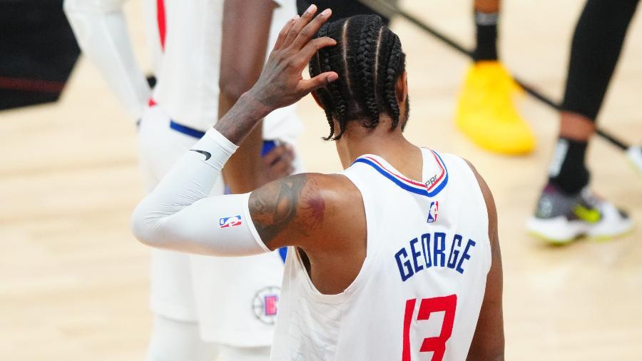 Paul George, do Los Angeles Clippers, reage após errar lances livres contra o Phoenix Suns nos playoffs da NBA - Mark J. Rebilas/USA TODAY Sports