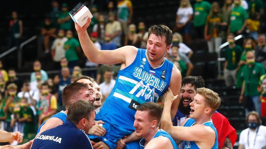 Luka Doncic celebra a vaga conquistada no basquete da Tóquio-2020 com a seleção da Eslovênia - REUTERS/Ints Kalnins
