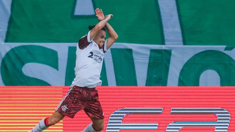 Michael comemora seu segundo gol na partida do Flamengo contra o Palmeiras - Marcello Zambrana/AGIF