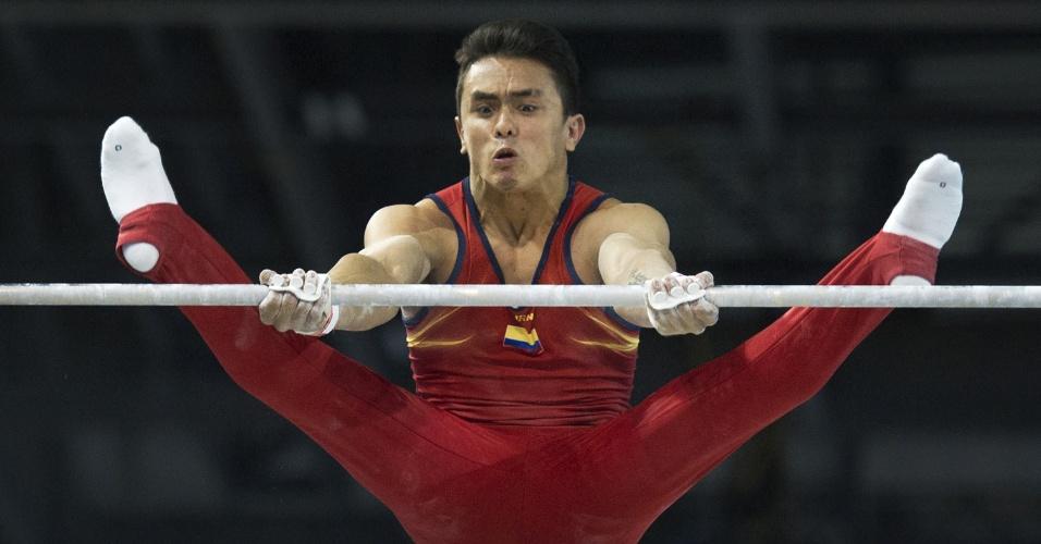 O ginasta colombiano Jossimar Calvo Moreno em ação no Pan