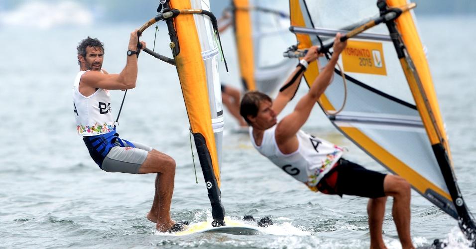 Ricardo Winicki, o Bimba, durante a regata da vela, categoria RS:X. Brasileiro chegou na segunda, quarta e segunda colocação, nas três regatas desta sexta-feira