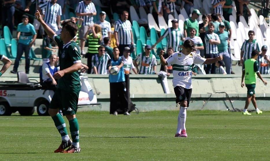 Coritiba e Goiás ficaram no empate por 1 a 1 no Estádio Couto Pereira pelo Campeonato Brasileiro 2015