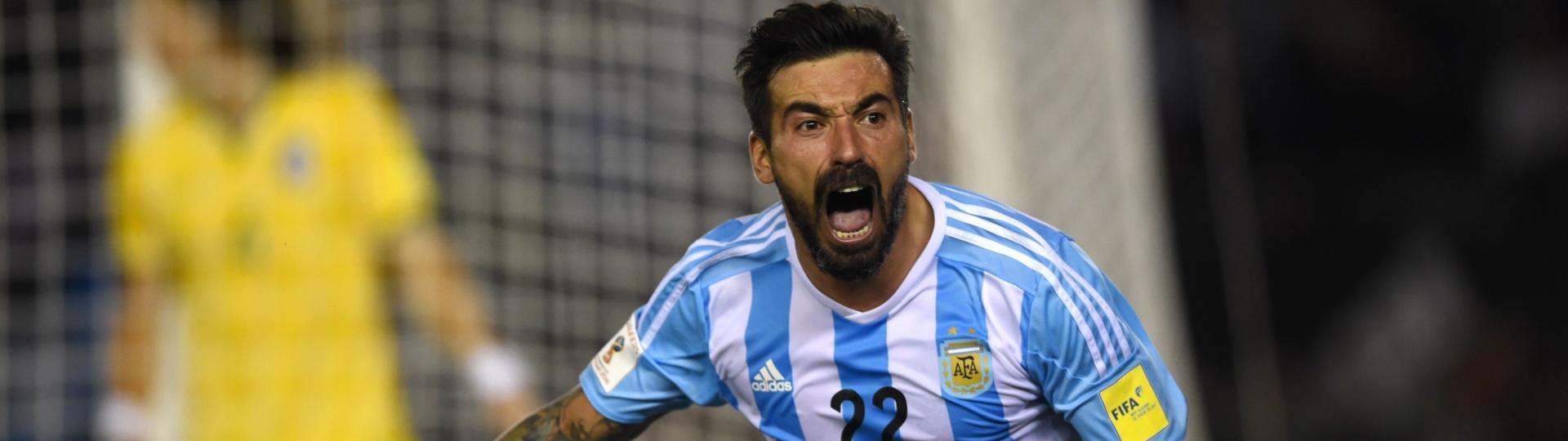 Lavezzi abre o placar para a Argentina contra o Brasil pelas Eliminatórias da Copa