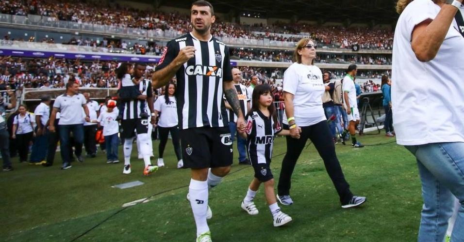 Elenco do Atlético-MG faz homenagem ao Dia das Mães antes da decisão do Campeonato Mineiro contra o América-MG