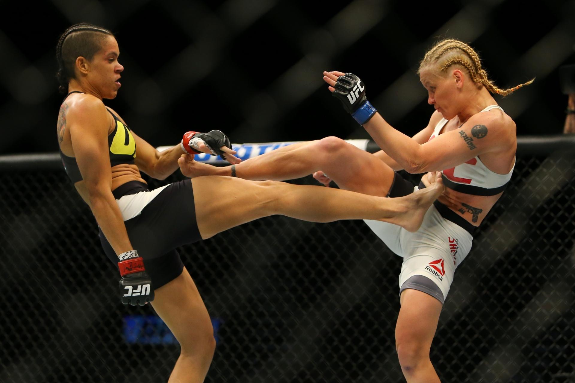 Amanda Nunes e Valentina Shevchenko trocam golpes no UFC 196