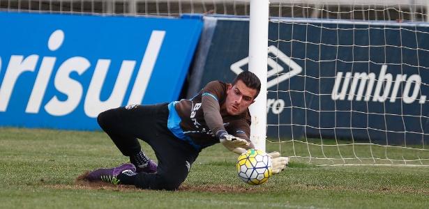 O goleiro Marcelo Grohe durante treino do Grêmio