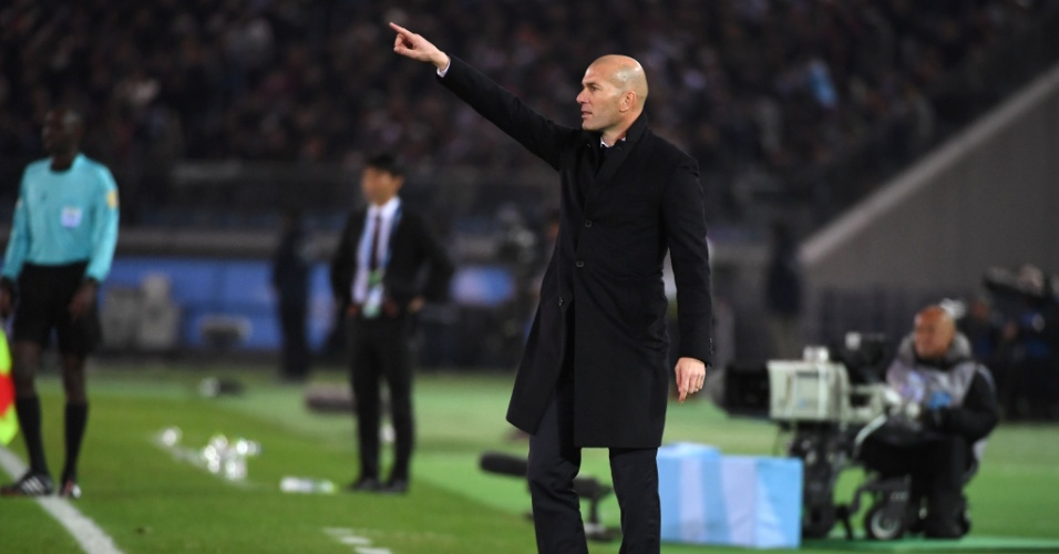 Zinedine Zidane orienta o Real Madrid contra o Kashima Antlers