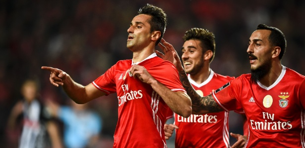 Atacante é o maior artilheiro brasileiro da história do Benfica e não pensa em voltar