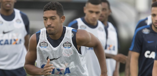 O lateral Léo Príncipe em treino pelo Corinthians