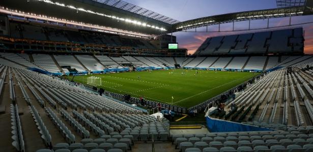 Imagem aérea da Arena Corinthians; Odebrecht tenta acordo para deixar o negócio