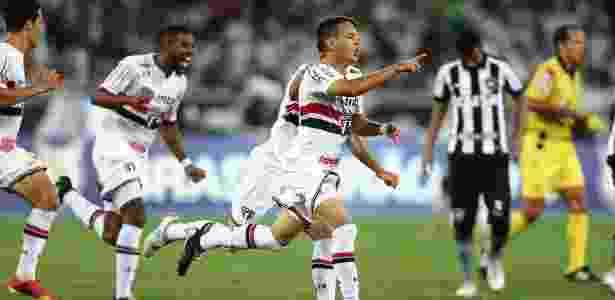 Reserva contra o Botafogo, meia estreou com dois gols em vitória por 4 a 3 - Wilton Júnior/Estadão Conteúdo