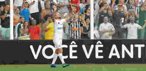 Lucas Lima comemora após marcar pelo Santos contra o Corinthians - Daniel Vorley/AGIF