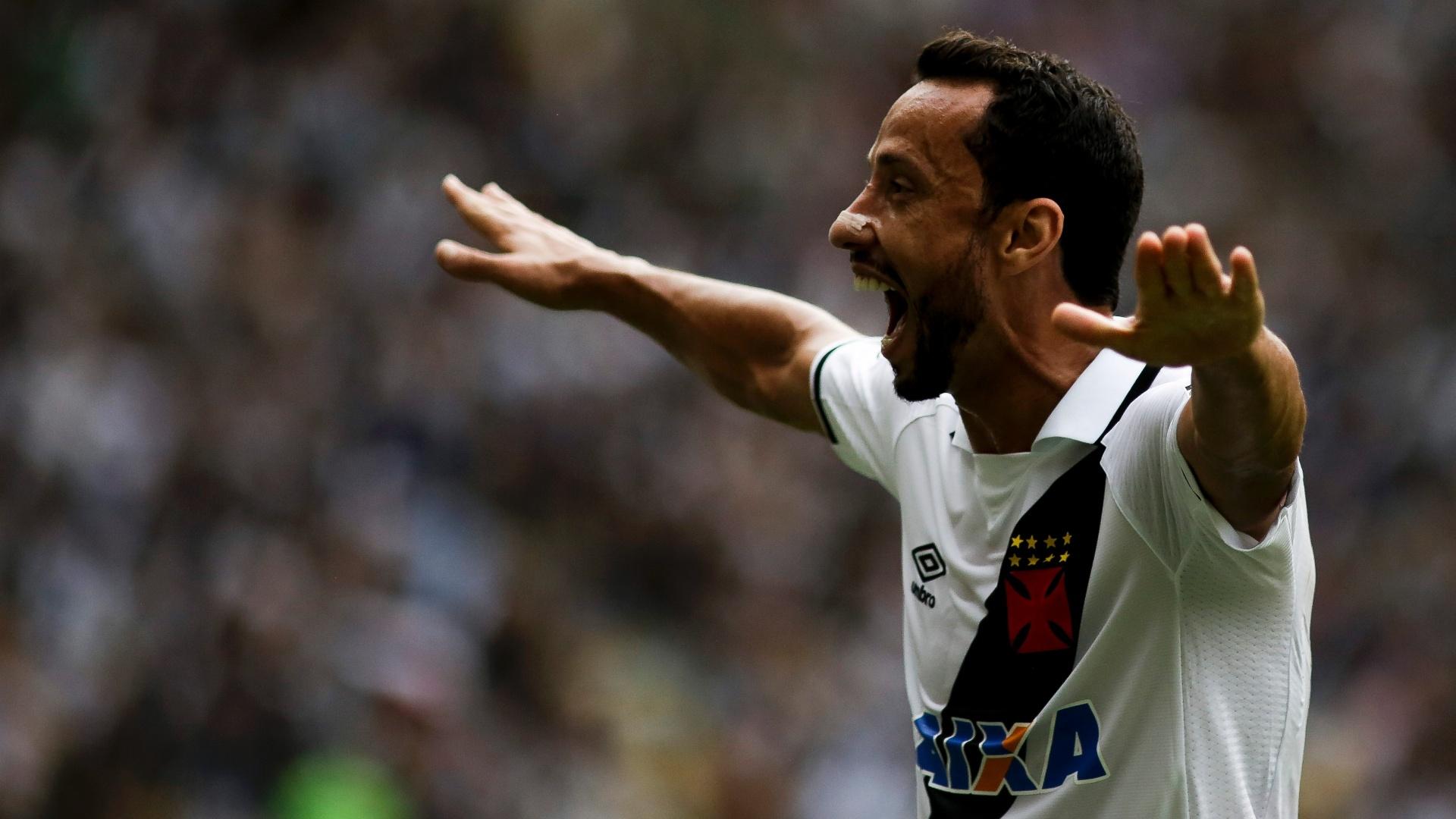 Nenê comemora gol do Vasco contra o Coritiba