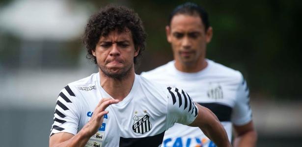 """Lateral interessa ao São Paulo e outros clubes e, por isso, será """"valorizado"""" no Santos"""