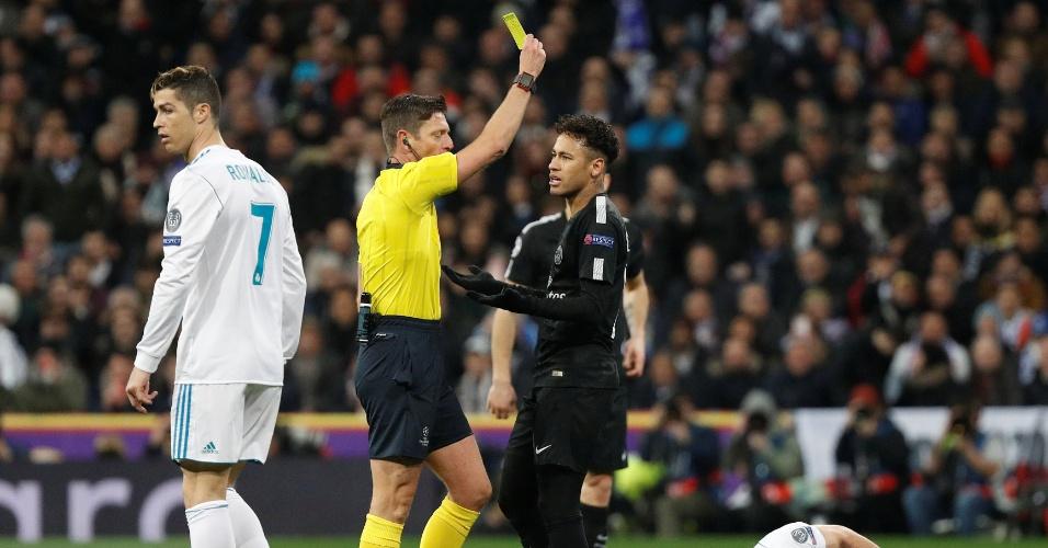 Neymar recebe cartão amarelo após falta em Nacho na partida entre Real Madrid e PSG