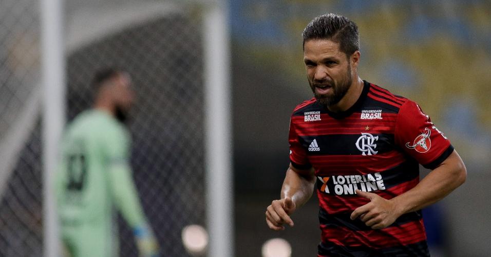Diego em ação pelo Flamengo durante jogo contra a Chapecoense