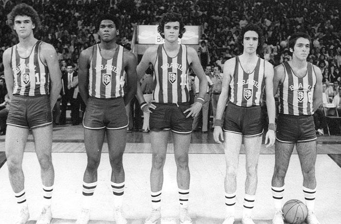 Seleção brasileira conquistou a medalha de bronze no Mundial de basquete em  1978 3a8486b753a99