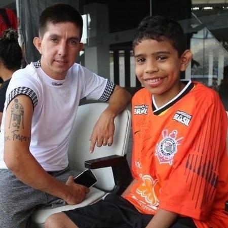 Rogerinho ao lado de Gabriel na Arena Corinthians: esperança renovada - José Maria Idalgo/Ag. Corinthians
