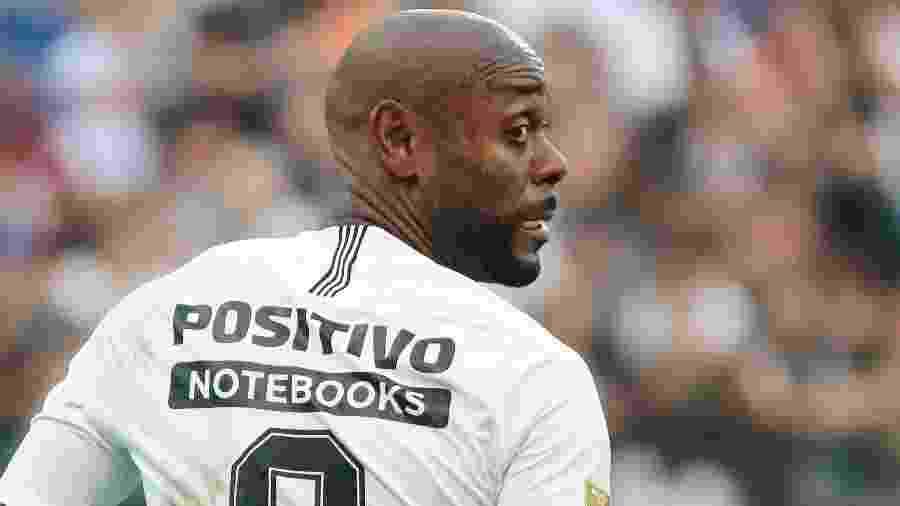 Atacante Vagner Love foi preservado contra o Cruzeiro por conta de dores na panturrilha - Marcello Zambrana/AGIF