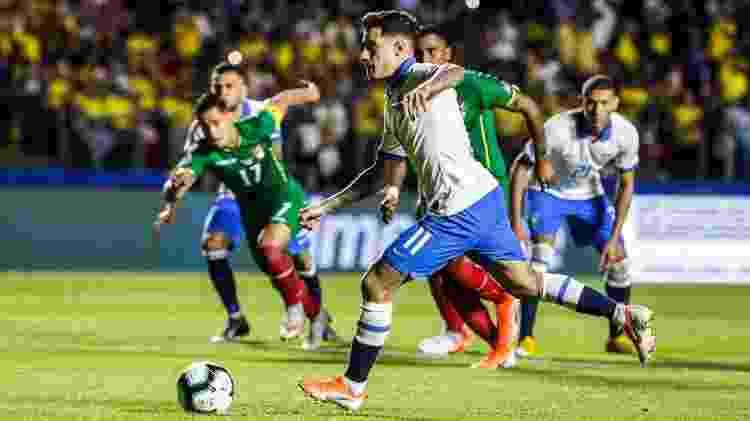 Philippe Coutinho cobra pênalti para o Brasil em jogo conta Bolívia pela Copa América - Lucas Lima/UOL - Lucas Lima/UOL