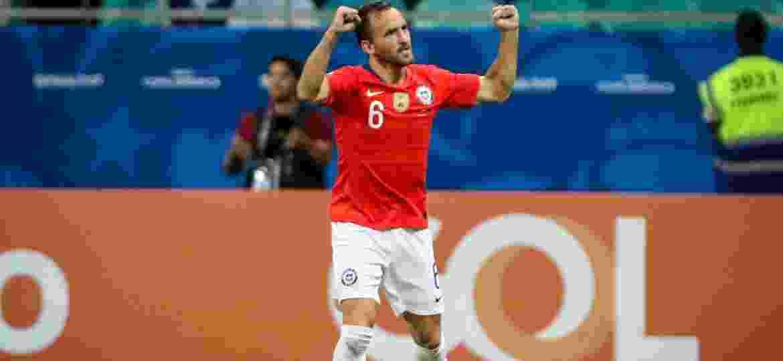 Fuenzalida comemora gol do Chile contra o Equador - Thiago Bernardes/CA 2019