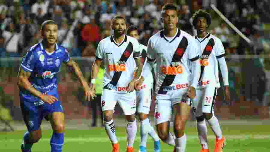 CSA e Vasco se enfrentam hoje (10), às 19h, no estádio Rei Pelé (AL), pelo Campeonato Brasileiro  - GILSON BORBA/FUTURA PRESS/ESTADÃO CONTEÚDO