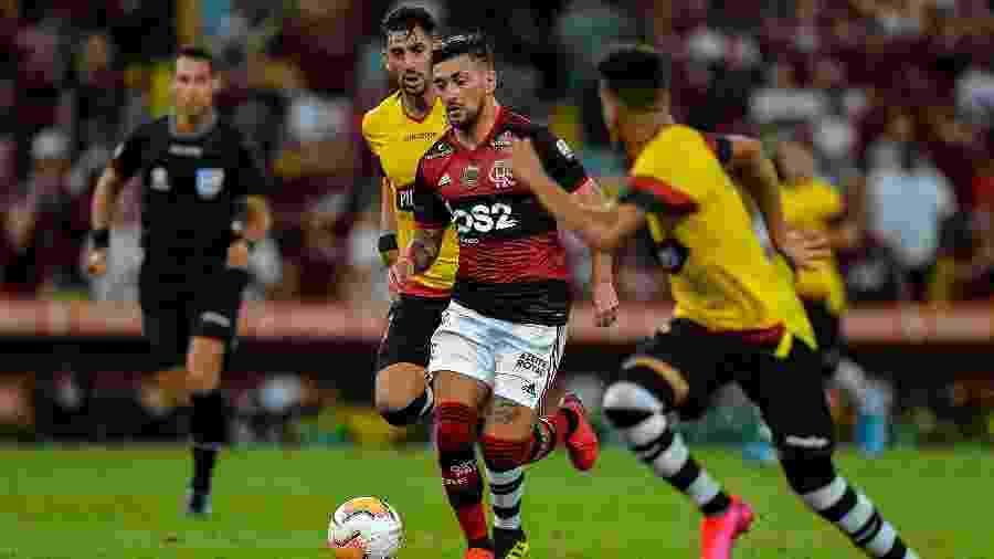 Arrascaeta, do Flamengo, durante partida contra o Barcelona-EQU pela Libertadores - Thiago Ribeiro/AGIF