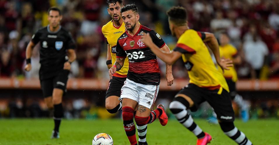 Arrascaeta, do Flamengo, durante partida contra o Barcelona-EQU pela Libertadores